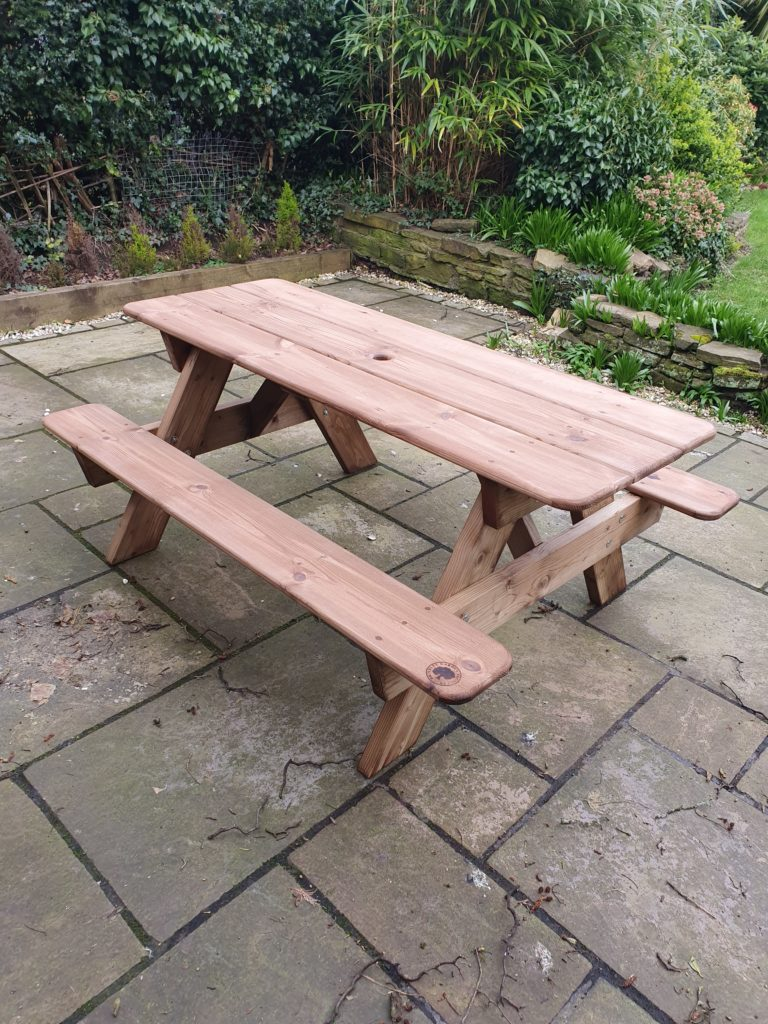 Delivered this 6ft heavy duty picnic table to Wilmslow, Cheshire today as part of my deliveries. It is made from a heavy duty tanalised 6x2 frame with galvanised bolts, redwood top board plugged with oak pegs, sprayed in a dark oak finish and branded with the Brindley Garden Products logo on one of the seat boards.