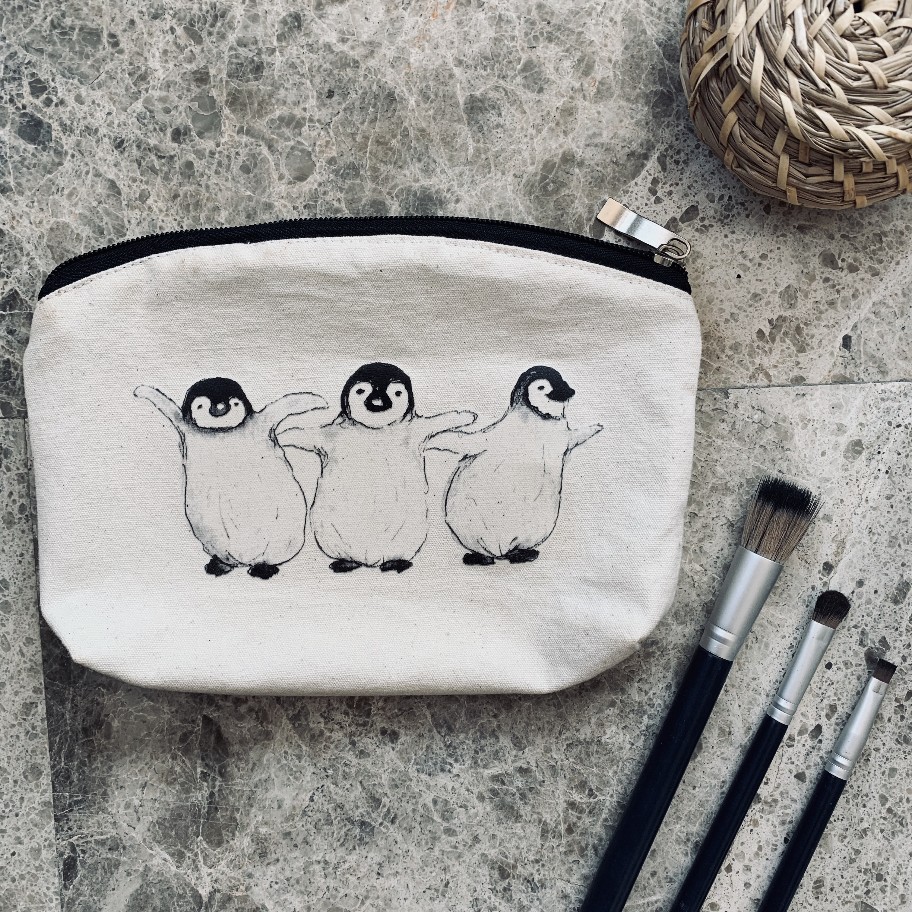 make up bag, Whale Tail Art. Pedddle