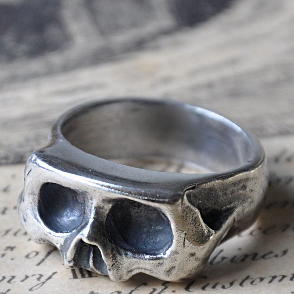 Nine of Hearts Skull Ring