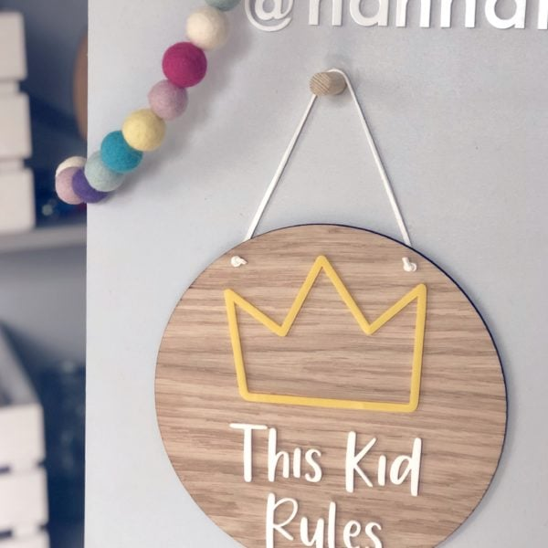 Hannah Joy Designs, Wooden crown plaque - This Kid Rules