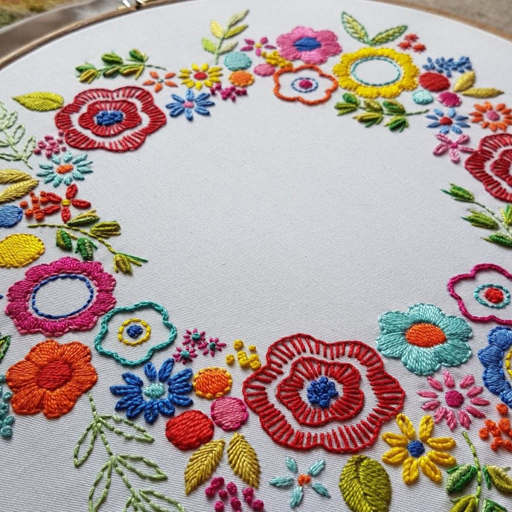 Leah-Halliday-Floral-Wreath-Fabric-Printed-Embroidery-Pattern-10-inch-hoop (2)