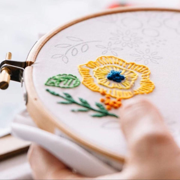 Leah-Halliday-Floral-Wreath-Fabric-Printed-Embroidery-Pattern-10-inch-hoop (4)