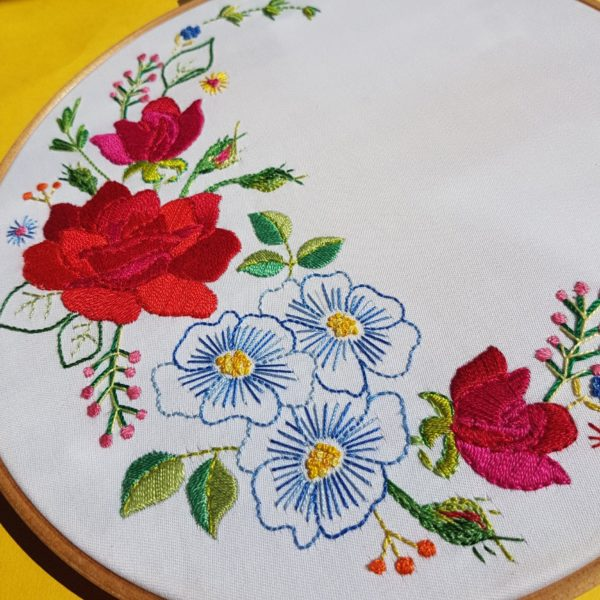 Leah-Halliday-Rose-Fabric-Printed-Embroidery-Pattern-10-inch-hoop 4
