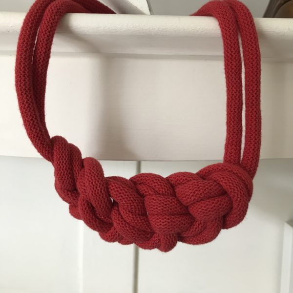 Loups, Red rope necklace made out of regenerated cotton.