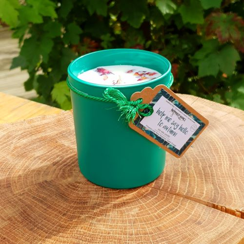 Helpmeorganics handpoured soy wax candle for autumn with organic essential oils