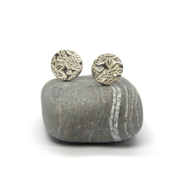 Round recycled silver stud earrings with paisley pattern Mijoux Creations