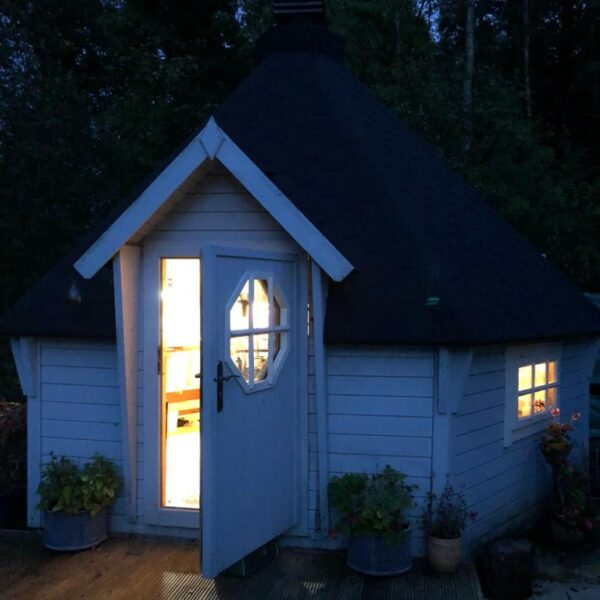 Little Candle Hut in Sundrum, Ayrshire