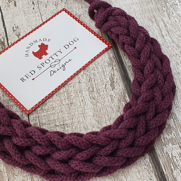 blackberry coloured knitted necklace like maroon close up detail