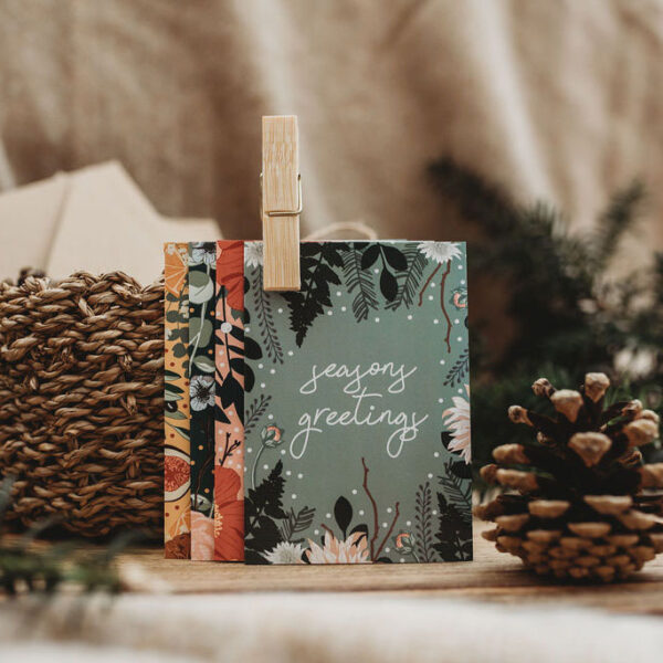 Stay in touch with loved ones this Christmas with this uplifting set of 6 mini Note Cards