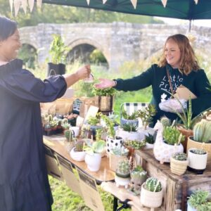 SERVING A CUSTOMER ON A STALL