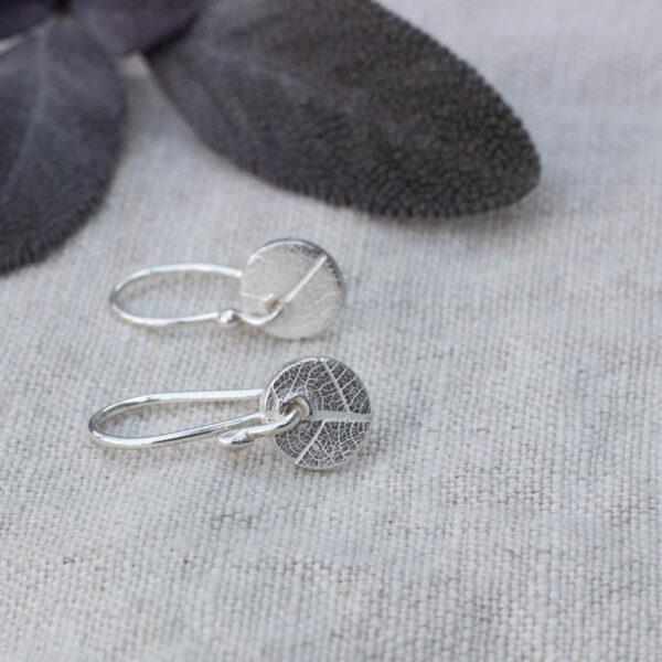 The Little Red Hen leaf pattern silver circle mini drop earrings