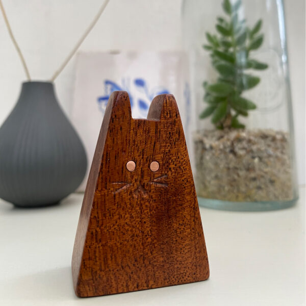 Jen and the beartree, small wooden, triangle shaped cat sculpture