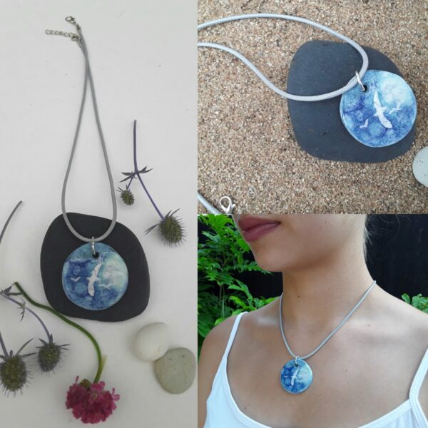 Cherryloftstudio .gull pendant. Semi-porcelain circle with gull image.