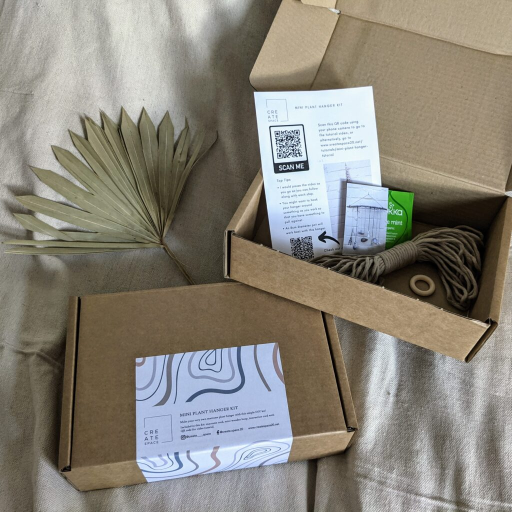 Create Space, Mini Plant Hanger Kit packaging and materials